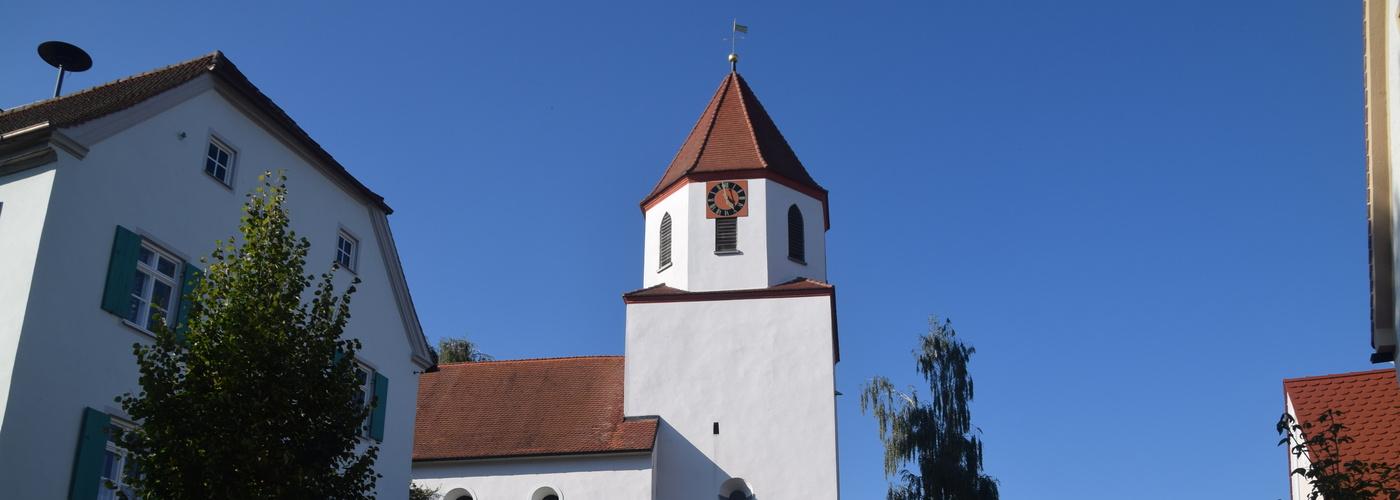 Kirche und altes Pfarrhaus Wörnitzostheim