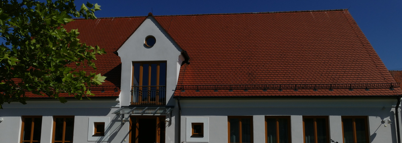 Gemeindehaus Alerheim im Sonnenschein