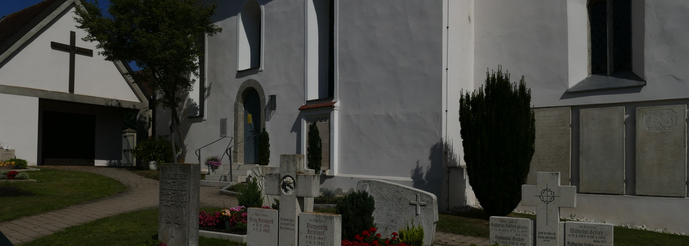 Friedhof Wörnitzostheim im Sonnenschein